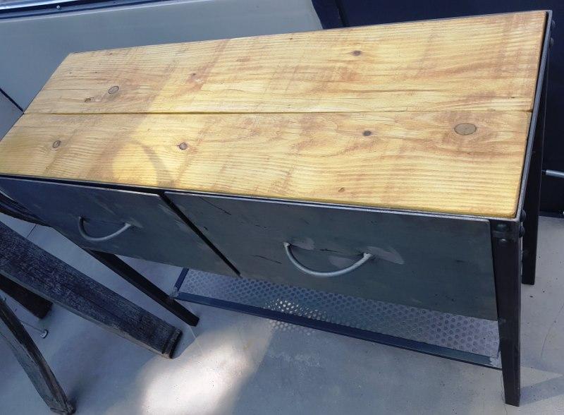 Meuble exterieur en tole et bois patine brut